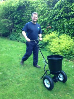 Gardener for Lawn Care - Feed and Weed