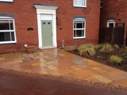 Patio in Indian Stone and Gravel Edge