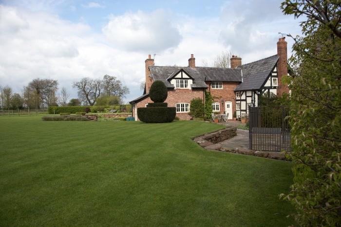 Garden Maintenance in Holmes Chapel