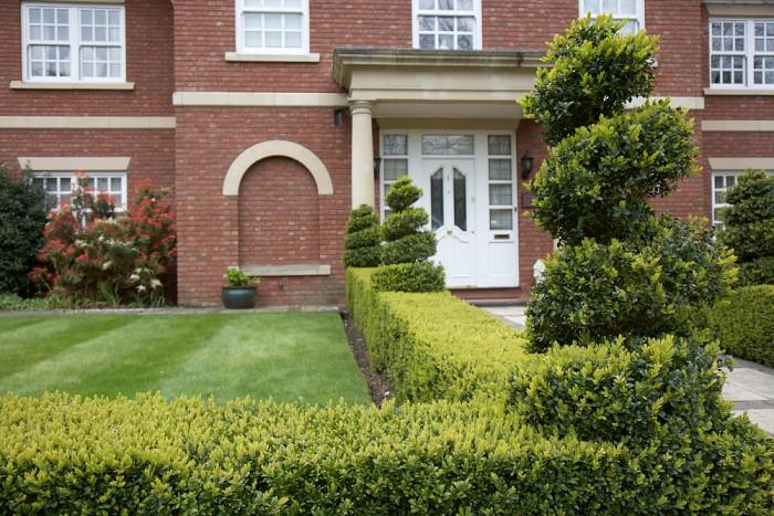 Gardener in Stone - Topiary