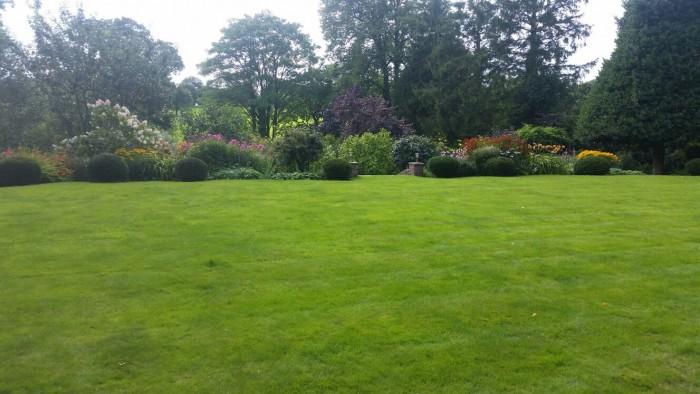 Gardener in Brown Edge