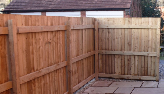 Slat and rail fencing
