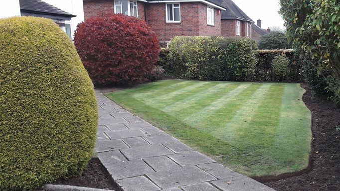 Garden Maintenance - Professional Gardener in Newcastle under Lyme