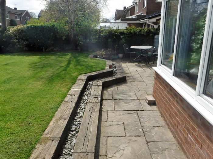 Retaining wall, stepped sleepers